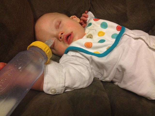 baby-down-syndrome-sleeping-bottle-long-day