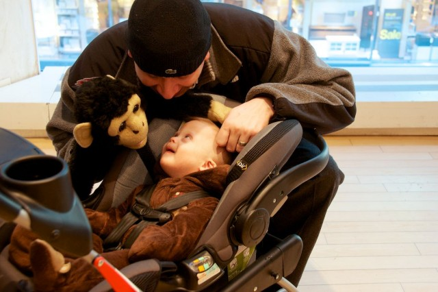 fao-schwarz-new-york-nyc-father-son-playing-fun-puppet 1