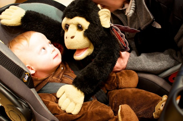 fao-schwarz-new-york-nyc-father-son-playing-fun-puppet 3