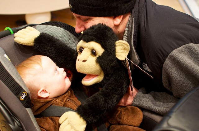 fao-schwarz-new-york-nyc-father-son-playing-fun-puppet 4