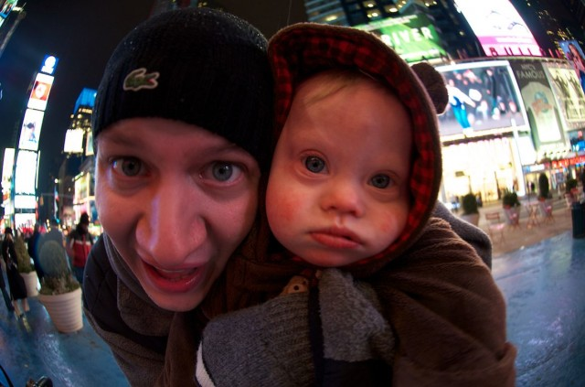 funny-family-fish-eye-lens-pictures-times-square
