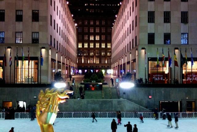 ice-rink-rockefeller-center-new-york-night