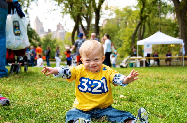 central-park-buddy-walk-down-syndrome-baby-ndss-nyc 2