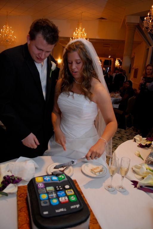 iphone wedding groom cake