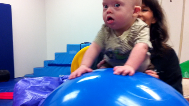 baby down syndrome using exercise ball physical therapy