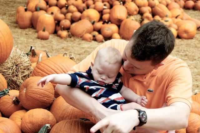 baby down syndrome at dallas arboretum pumpkin festial