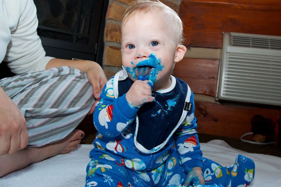 first-birthday-party-smash-cake-down-syndrome-baby-blue-eyes 12