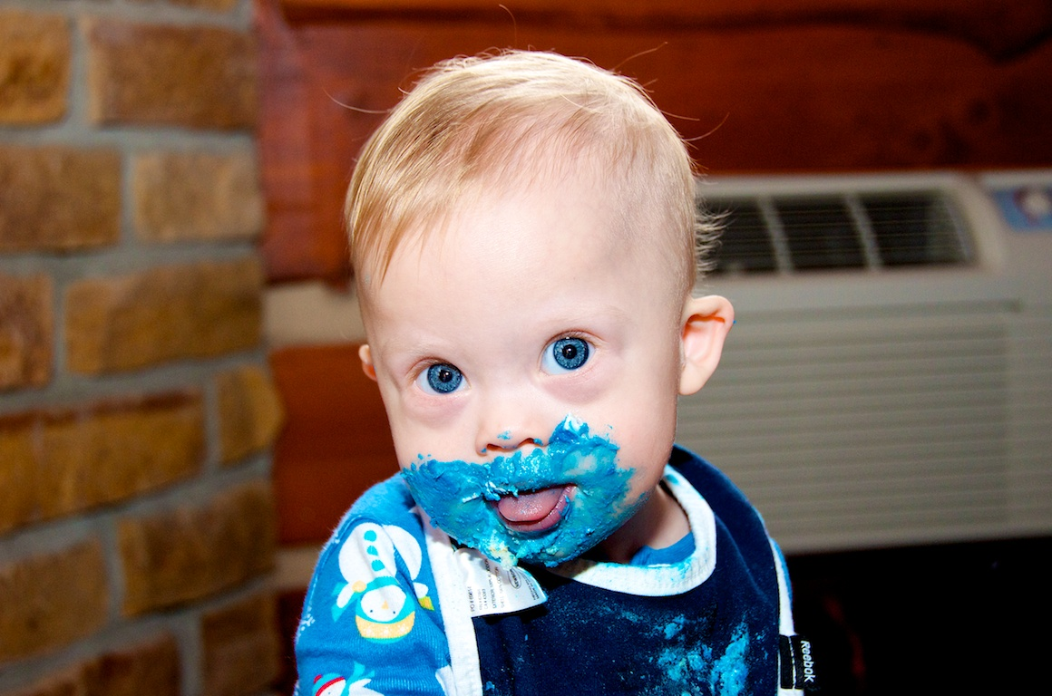 first-birthday-party-smash-cake-down-syndrome-baby-blue-eyes 13