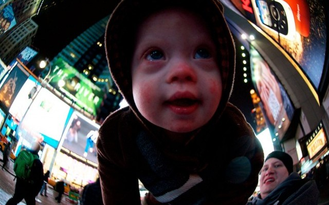 baby-kids-fish-eye-lens-pictures-times-square-640x423