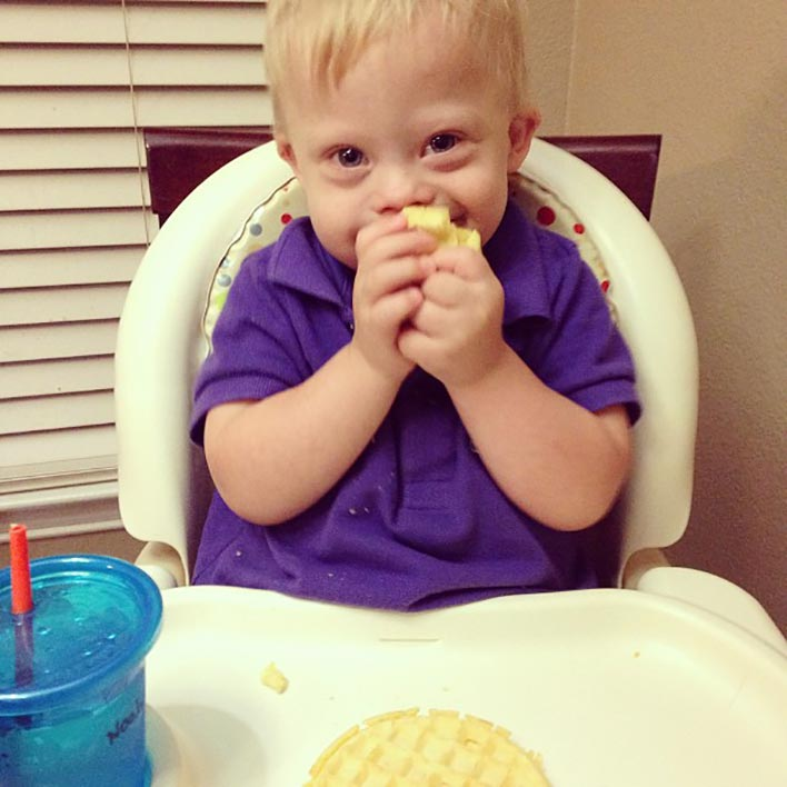 down-syndrome-kid-eating-breakfast