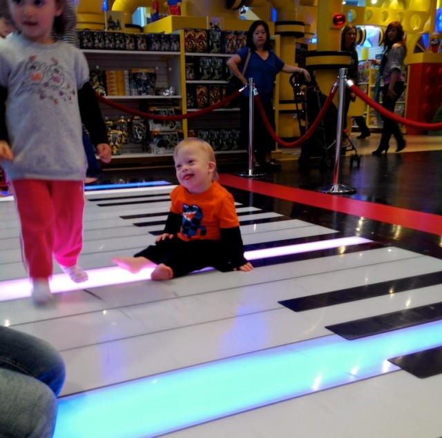 fao schwarz big piano kid playing